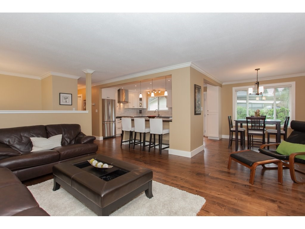 Photo 5: 730 TOWNLEY Street in Coquitlam: Coquitlam West House for sale : MLS(r) # R2126656