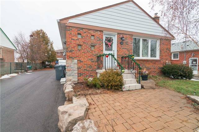 Main Photo: 18 Eastern Avenue in Brampton: Queen Street Corridor House (Bungalow) for sale : MLS® # W3687874