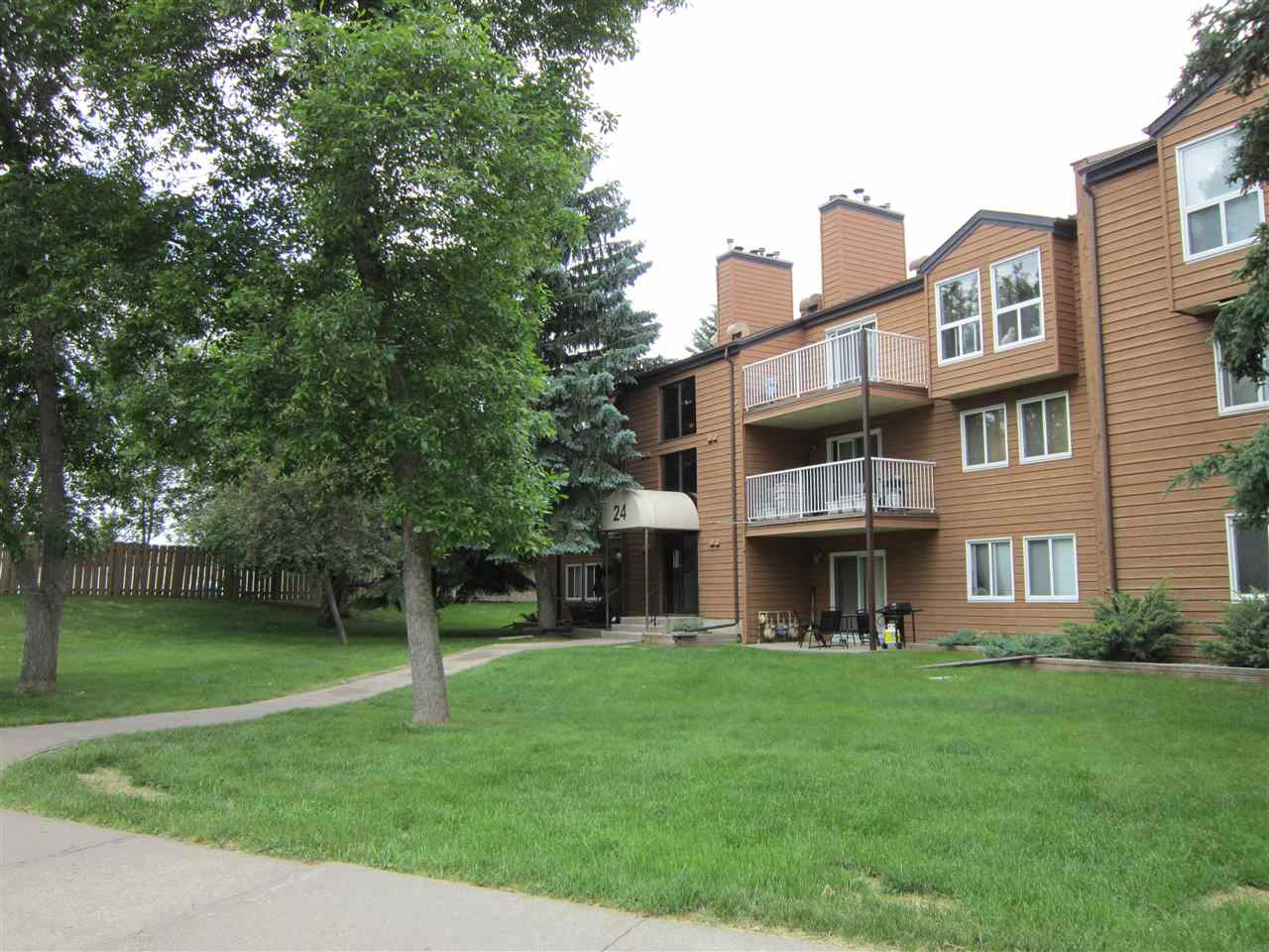 Main Photo: 202 24 ALPINE Place: St. Albert Condo for sale : MLS(r) # E4058519