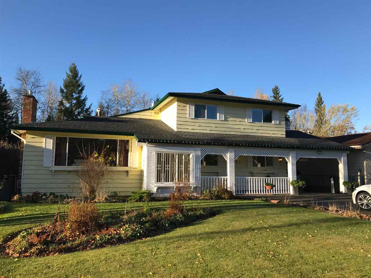 "Main Photo: 5385 YORK Drive in Prince George: Upper College House for sale in ""UPPER COLLEGE HEIGHTS"" (PG City South (Zone 74))  : MLS®# R2216772"