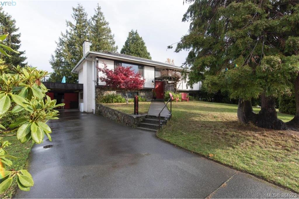 Main Photo: 1884 San Juan Avenue in VICTORIA: SE Gordon Head Single Family Detached for sale (Saanich East)  : MLS® # 384923