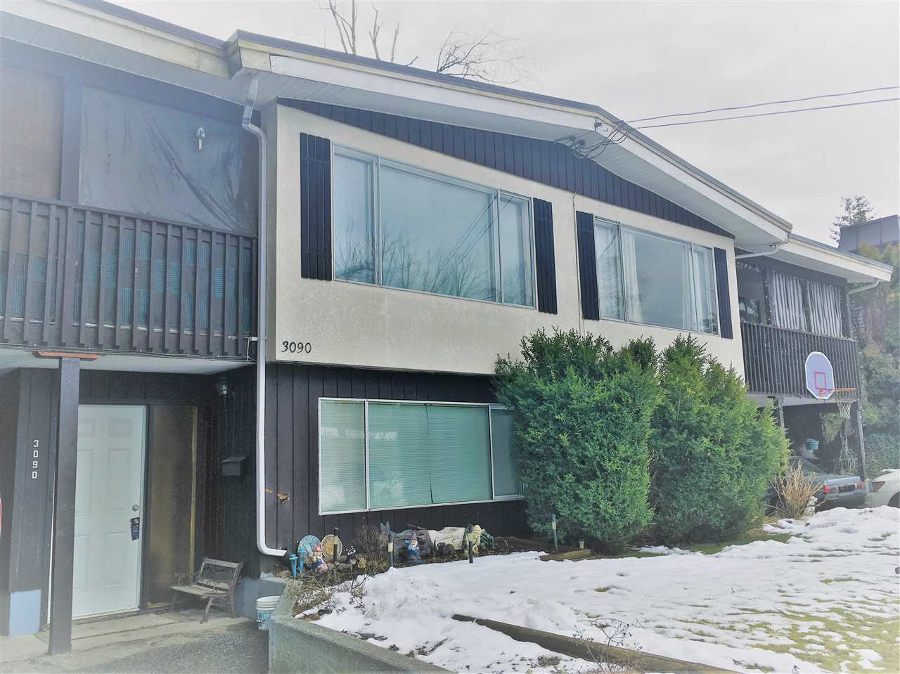 Photo 3: Photos: 3088 - 3090 PRINCESS Street in Abbotsford: Abbotsford West House Duplex for sale : MLS® # R2244539