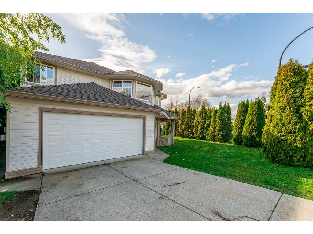 Main Photo: 12421 228 Street in Maple Ridge: East Central House for sale : MLS®# R2256364