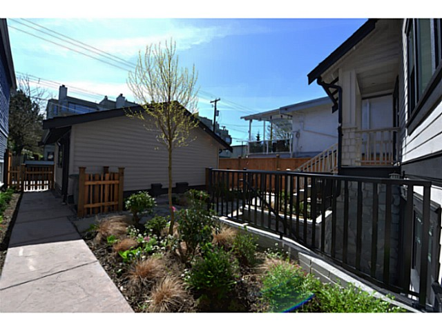 "Photo 11: 3410 W 3RD Avenue in Vancouver: Kitsilano House 1/2 Duplex for sale in ""North of 4th"" (Vancouver West)  : MLS(r) # V1057644"