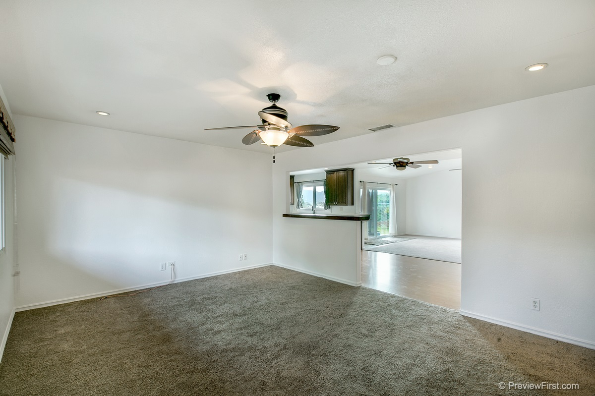 Photo 3: SANTEE House for sale : 3 bedrooms : 9932 SETTLE ROAD