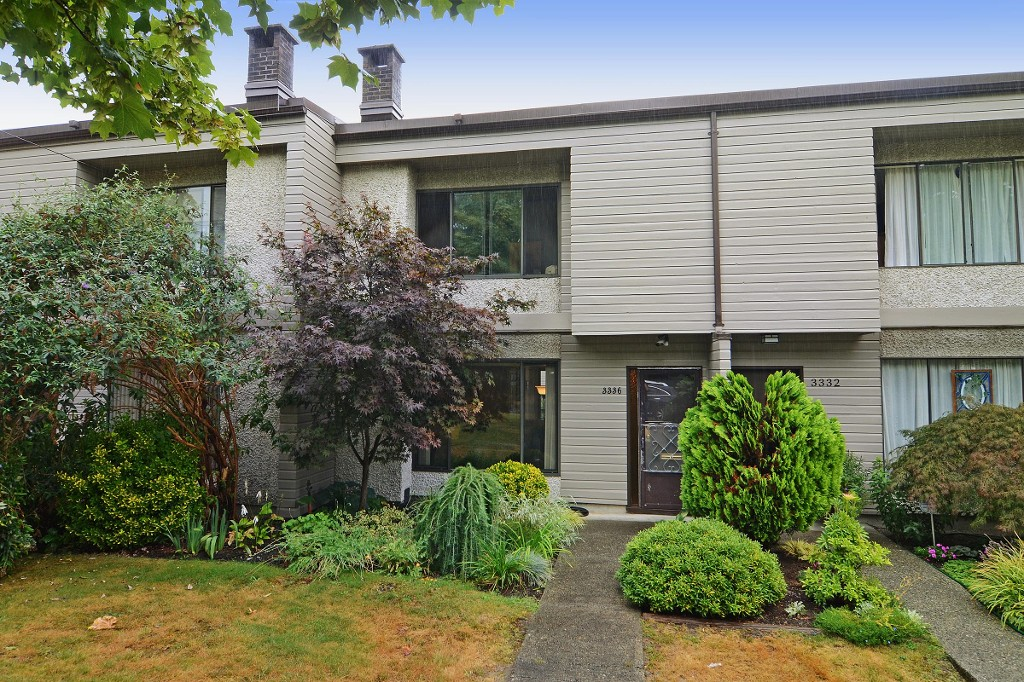 "Main Photo: 3336 VINCENT Street in Port Coquitlam: Glenwood PQ Townhouse for sale in ""Burkview"" : MLS®# R2110578"