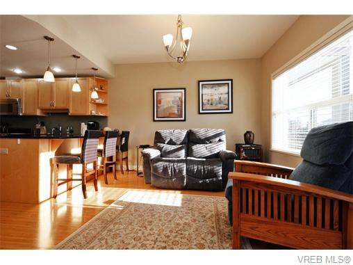 Photo 8: 2697 Azalea Lane in VICTORIA: La Langford Proper Townhouse for sale (Langford)  : MLS® # 370437