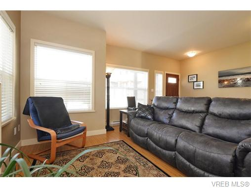 Photo 3: 2697 Azalea Lane in VICTORIA: La Langford Proper Townhouse for sale (Langford)  : MLS® # 370437