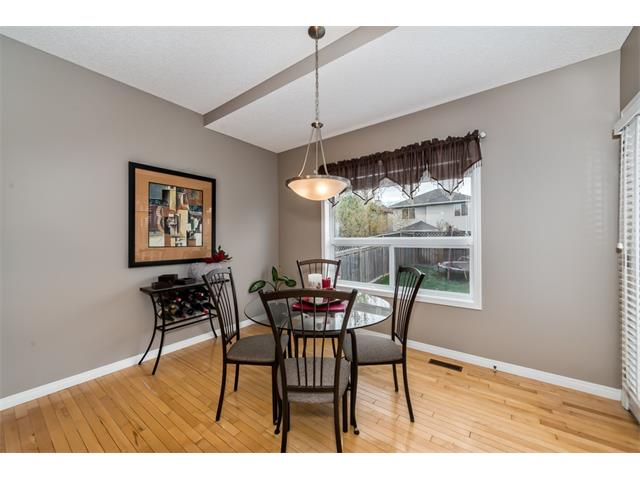 Photo 12: 131 Valley Stream Circle NW in Calgary: Valley Ridge House for sale : MLS® # C4092729