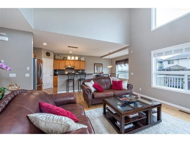 Photo 4: 131 Valley Stream Circle NW in Calgary: Valley Ridge House for sale : MLS® # C4092729
