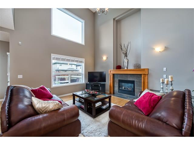 Photo 2: 131 Valley Stream Circle NW in Calgary: Valley Ridge House for sale : MLS® # C4092729