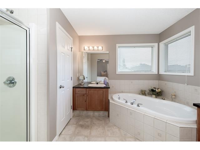 Photo 17: 131 Valley Stream Circle NW in Calgary: Valley Ridge House for sale : MLS® # C4092729