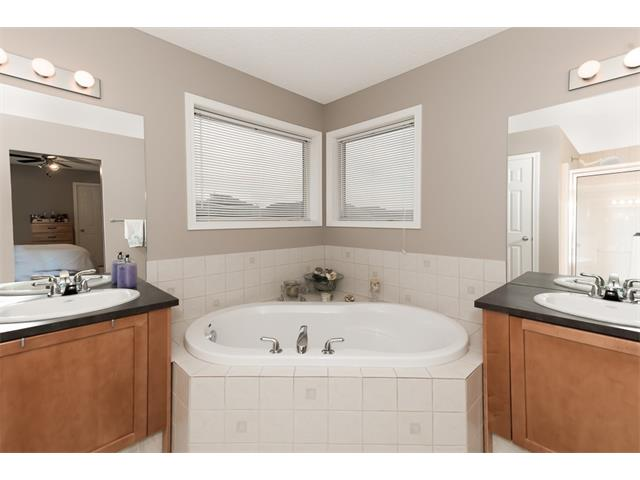 Photo 18: 131 Valley Stream Circle NW in Calgary: Valley Ridge House for sale : MLS® # C4092729