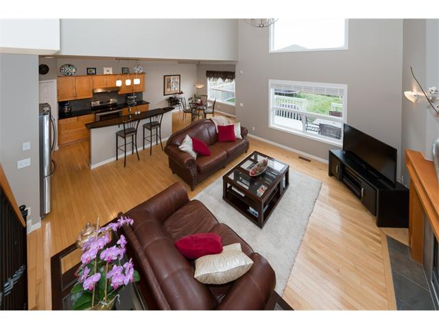 Photo 5: 131 Valley Stream Circle NW in Calgary: Valley Ridge House for sale : MLS® # C4092729