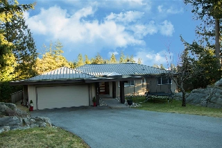 Main Photo: 4562 WOODGREEN Court in West Vancouver: Cypress Park Estates House for sale : MLS(r) # R2144995