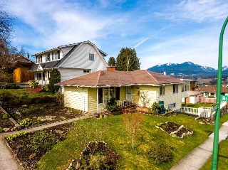 "Main Photo: 4095 MCGILL Street in Burnaby: Vancouver Heights House for sale in ""BURNABY HEIGHTS"" (Burnaby North)  : MLS(r) # R2147420"