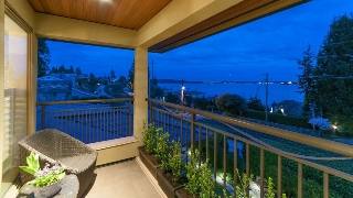 Main Photo: 2710 MARINE Drive in West Vancouver: Dundarave House for sale : MLS(r) # R2157755