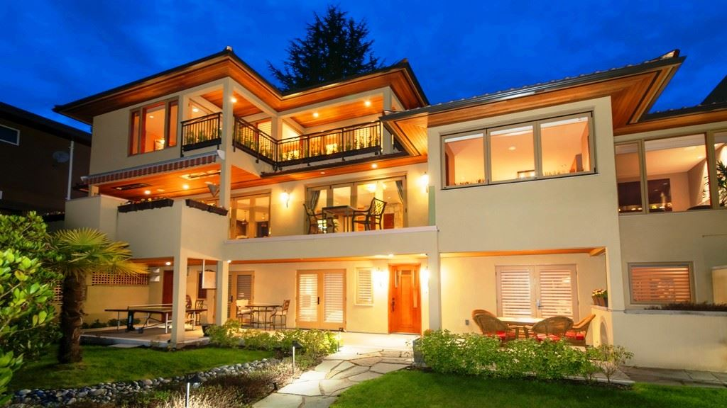 Photo 2: 2710 MARINE Drive in West Vancouver: Dundarave House for sale : MLS(r) # R2157755