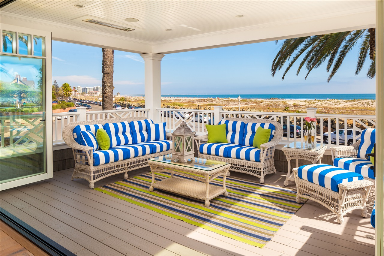 Huge Outdoor Living Room - Listen to the waves crash and enjoy stunning sunsets!