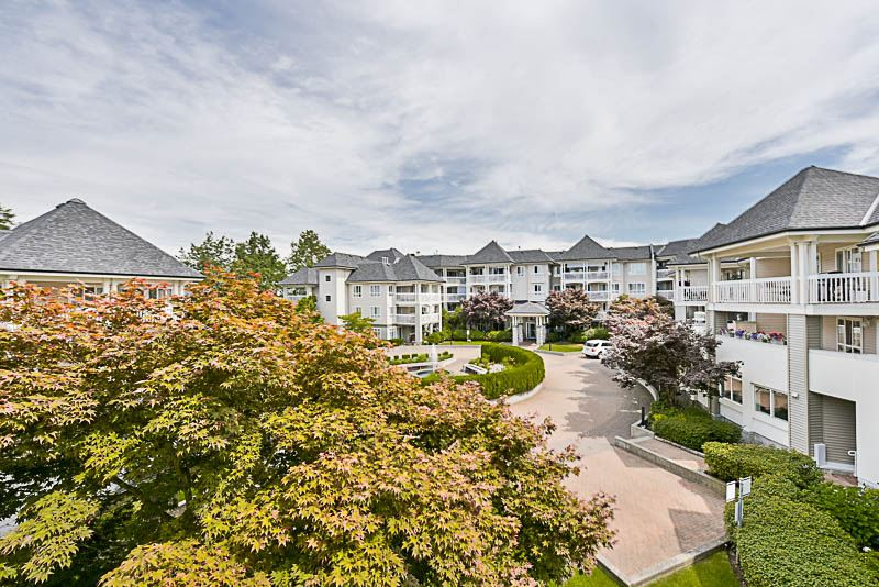 "Photo 16: 325 22020 49TH Avenue in Langley: Murrayville Condo for sale in ""Murray Green"" : MLS® # R2191187"