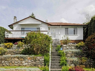 Main Photo: 144 W. Osborne Road in North Vancouver: Upper Lonsdale House for rent
