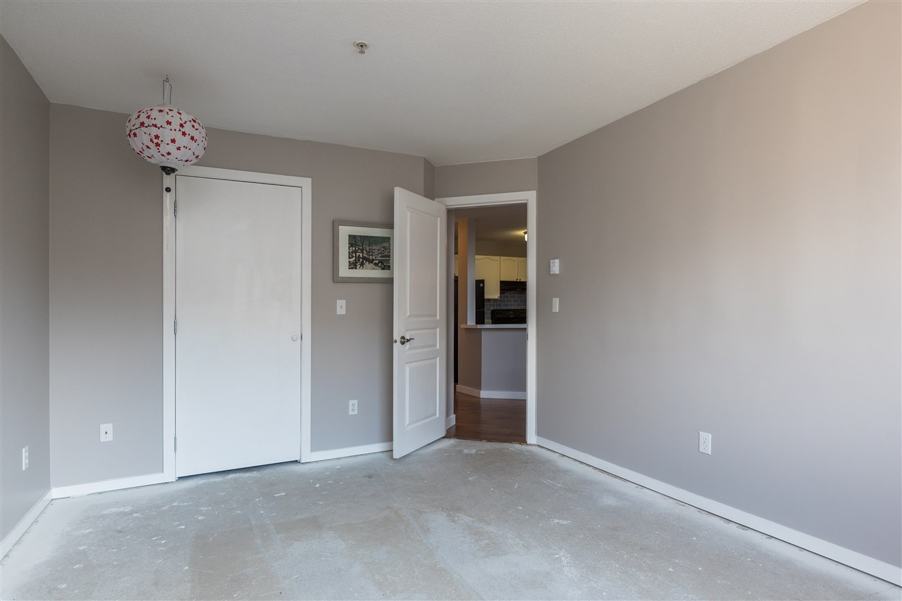"Photo 3: 415 33478 ROBERTS Avenue in Abbotsford: Central Abbotsford Condo for sale in ""ASPEN CREEK"" : MLS® # R2204879"