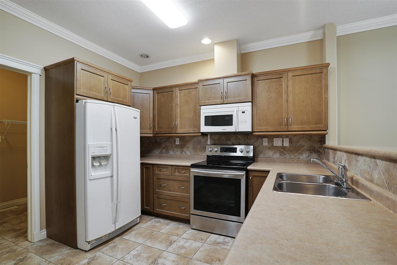 Photo 4:  in Edmonton: Zone 27 Townhouse for sale : MLS® # E4081831