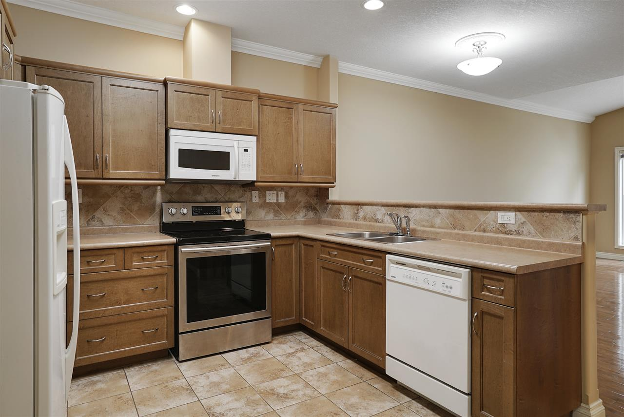 Photo 3:  in Edmonton: Zone 27 Townhouse for sale : MLS® # E4081831