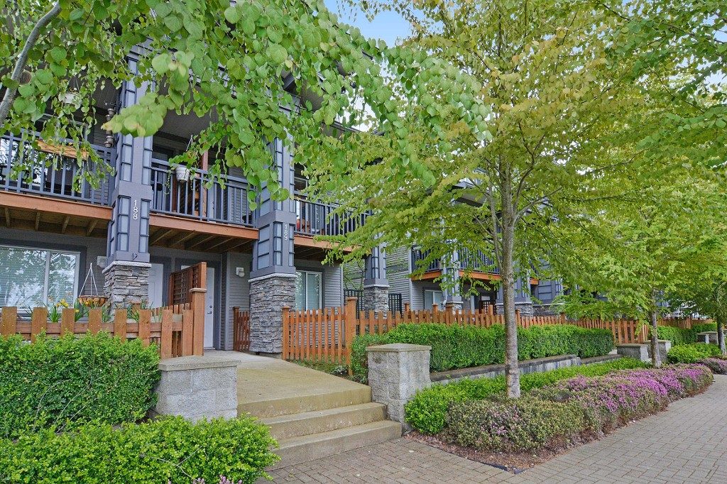 Main Photo: 189 18701 66 Avenue in Surrey: Cloverdale BC Townhouse for sale (Cloverdale)  : MLS®# R2063434