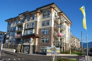 "Main Photo: 204 9130 CORBOULD Street in Chilliwack: Chilliwack Yale Rd West Condo for sale in ""The Lexington"" : MLS(r) # R2074719"