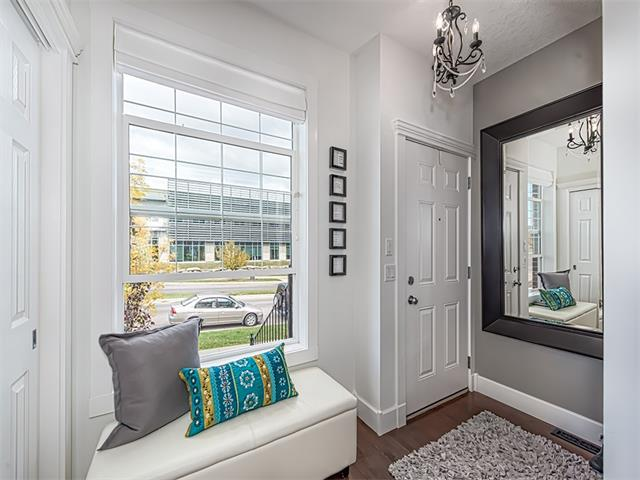 Photo 3: 35 43 SPRINGBOROUGH Boulevard SW in Calgary: Springbank Hill House for sale : MLS(r) # C4083171