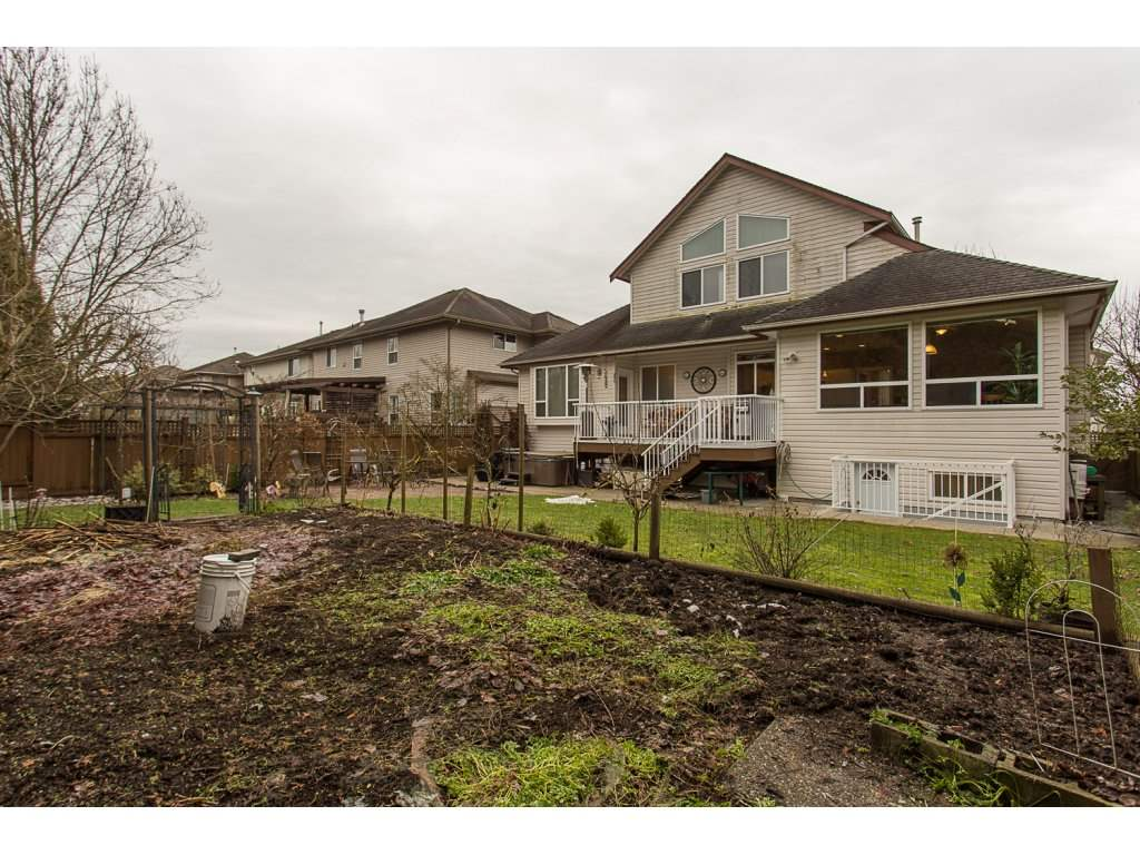 "Photo 19: 19659 JOYNER Place in Pitt Meadows: South Meadows House for sale in ""EMERALD MEADOWS"" : MLS® # R2134987"