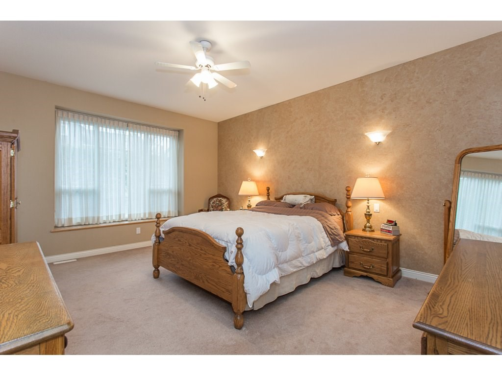 "Photo 10: 19659 JOYNER Place in Pitt Meadows: South Meadows House for sale in ""EMERALD MEADOWS"" : MLS® # R2134987"