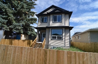 Main Photo: 11421 82 Street NW in Edmonton: Zone 05 House Half Duplex for sale : MLS(r) # E4050396