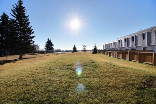 Main Photo: 139 CORNELL Court in Edmonton: Zone 02 Townhouse for sale : MLS(r) # E4050551