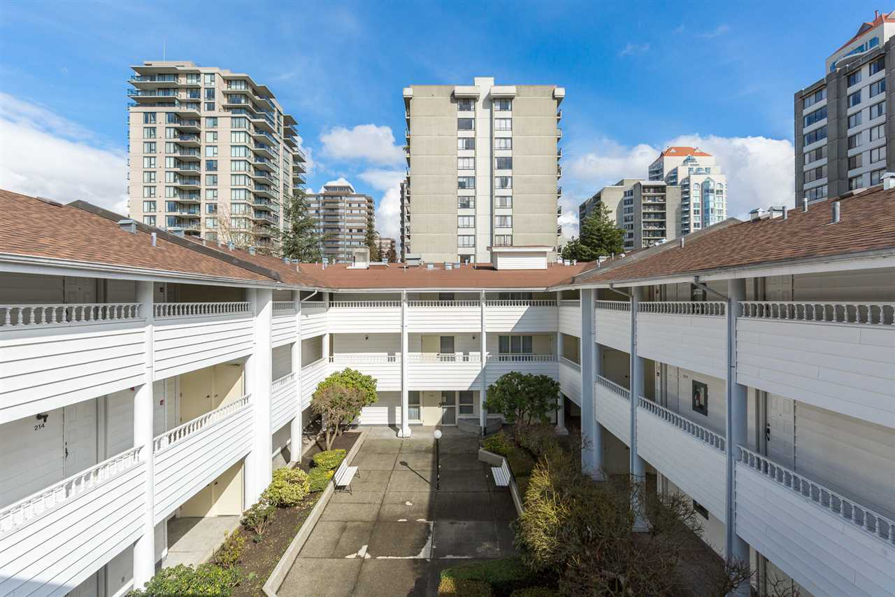 "Photo 4: 318 707 EIGHTH Street in New Westminster: Uptown NW Condo for sale in ""The Diplomat"" : MLS® # R2145933"