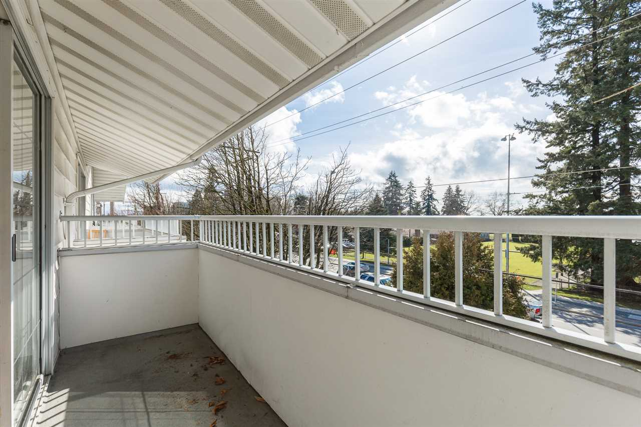 "Photo 13: 318 707 EIGHTH Street in New Westminster: Uptown NW Condo for sale in ""The Diplomat"" : MLS® # R2145933"