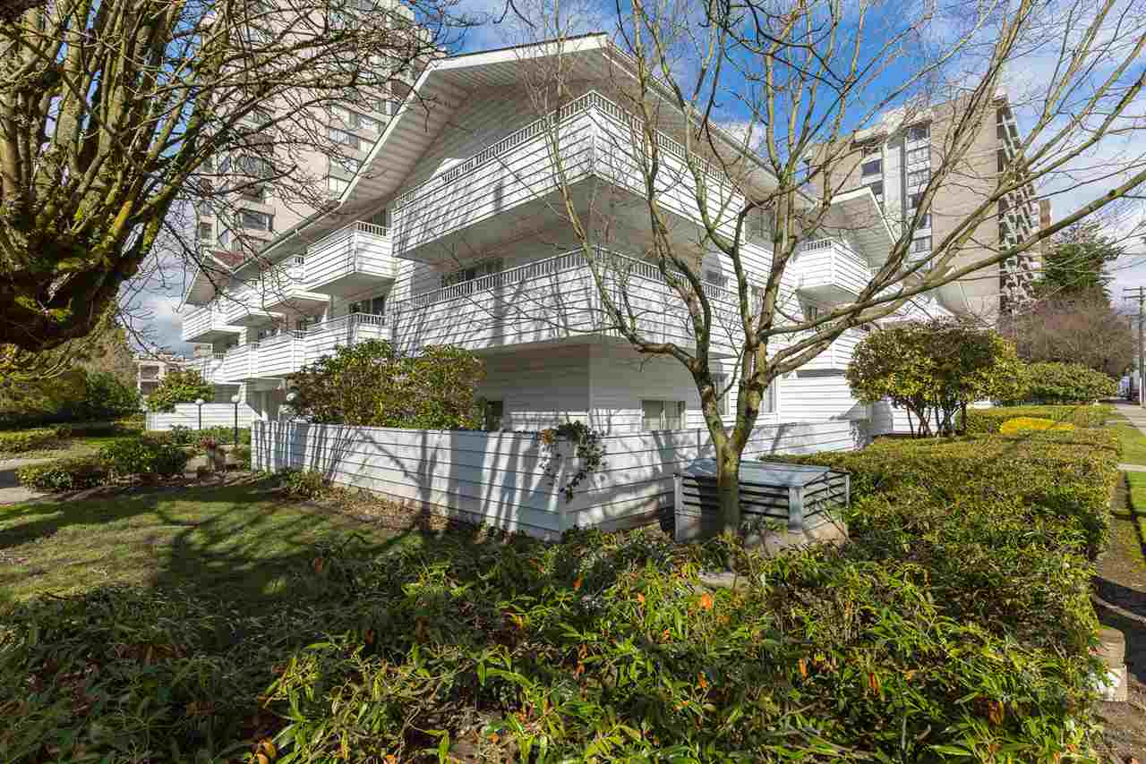 "Photo 2: 318 707 EIGHTH Street in New Westminster: Uptown NW Condo for sale in ""The Diplomat"" : MLS® # R2145933"