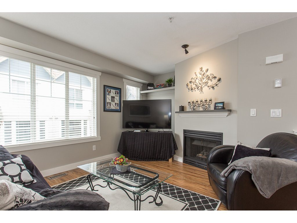 "Photo 3: 22 20176 68 Avenue in Langley: Willoughby Heights Townhouse for sale in ""STEEPLECHASE"" : MLS(r) # R2146576"