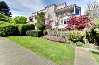"Main Photo: 311 2057 W 3RD Avenue in Vancouver: Kitsilano Condo for sale in ""THE SAUSALITO"" (Vancouver West)  : MLS(r) # R2163688"