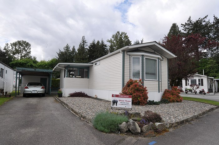 "Main Photo: 88 19632 PLANETREE Lane in Pitt Meadows: Central Meadows Manufactured Home for sale in ""MEADOWS HIGHLAND CO-OPERATIVE PARK"" : MLS(r) # R2166098"