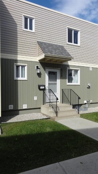 Main Photo: 8209 182 Street in Edmonton: Zone 20 Townhouse for sale : MLS® # E4071946