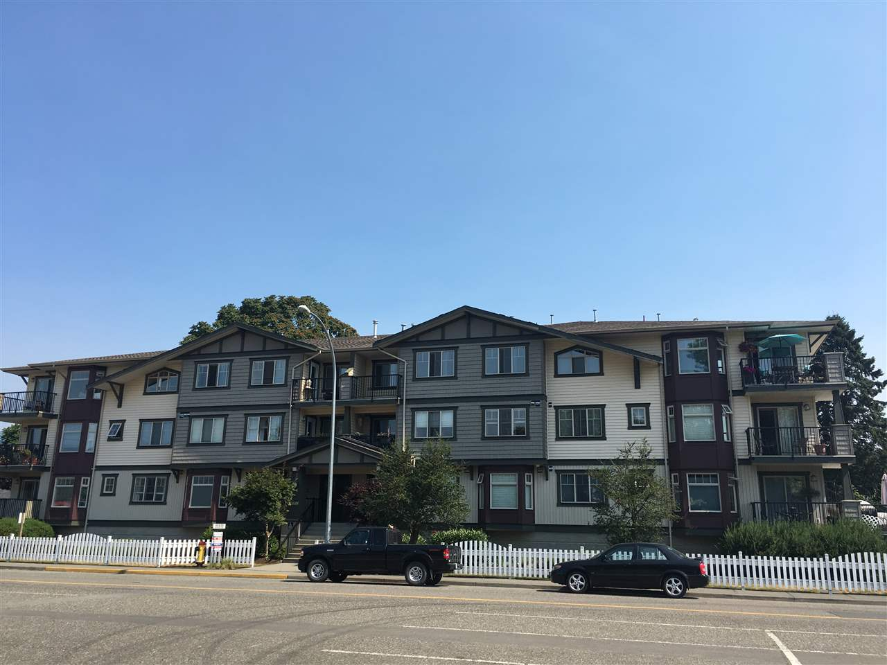 "Main Photo: 303 45535 SPADINA Avenue in Chilliwack: Chilliwack W Young-Well Condo for sale in ""Spadina Place"" : MLS®# R2192074"