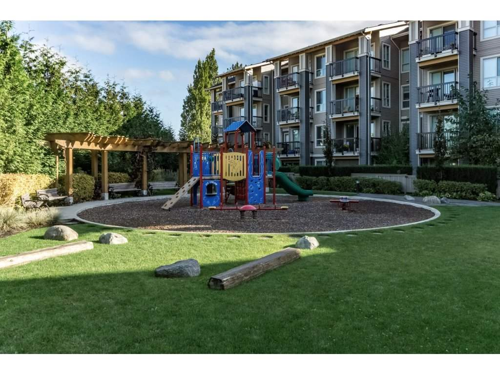 "Photo 2: 404 5655 210A Street in Langley: Salmon River Condo for sale in ""Cornerstone"" : MLS® # R2192196"