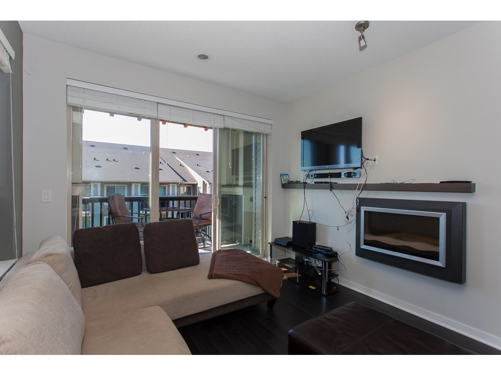 "Photo 4: 404 5655 210A Street in Langley: Salmon River Condo for sale in ""Cornerstone"" : MLS® # R2192196"