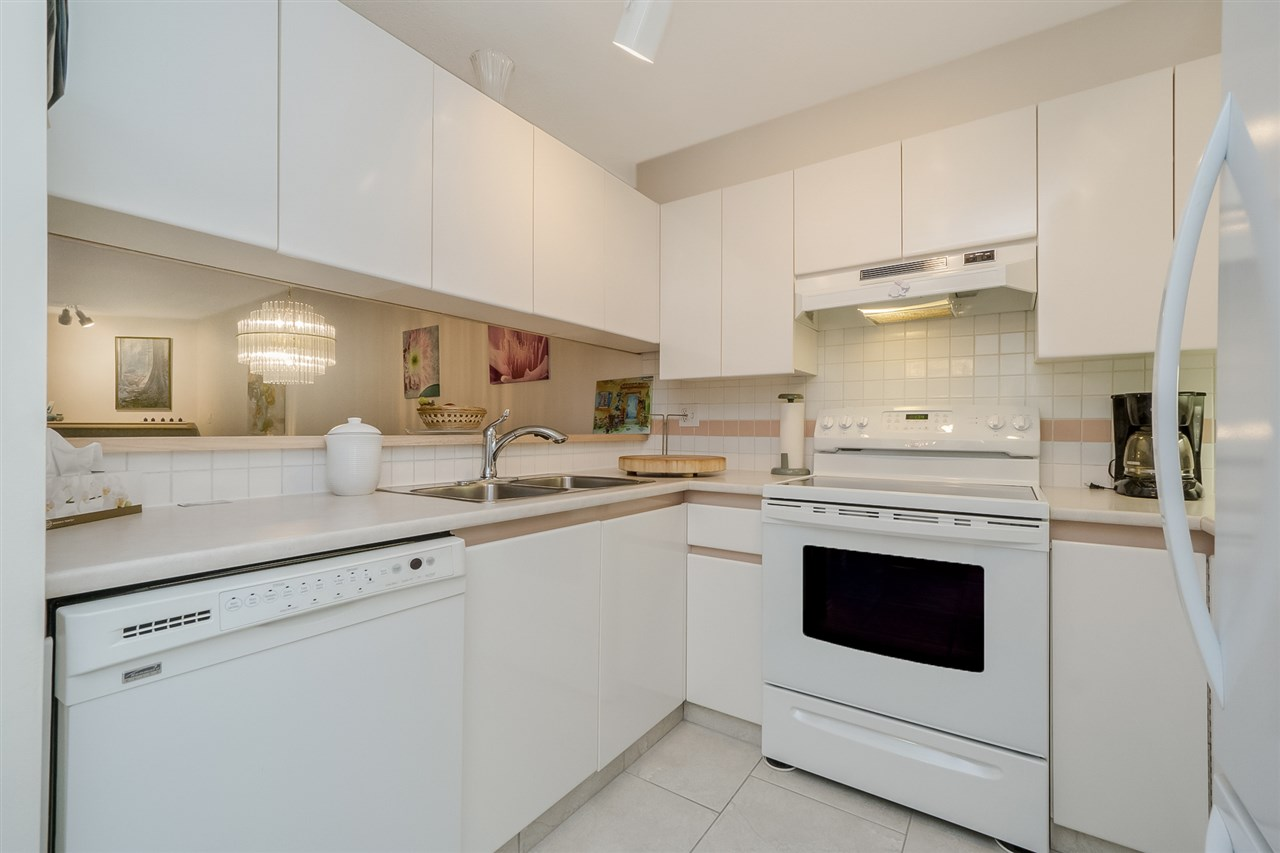"Photo 8: 105 7465 SANDBORNE Avenue in Burnaby: South Slope Condo for sale in ""SANDBORNE HILL"" (Burnaby South)  : MLS® # R2204100"