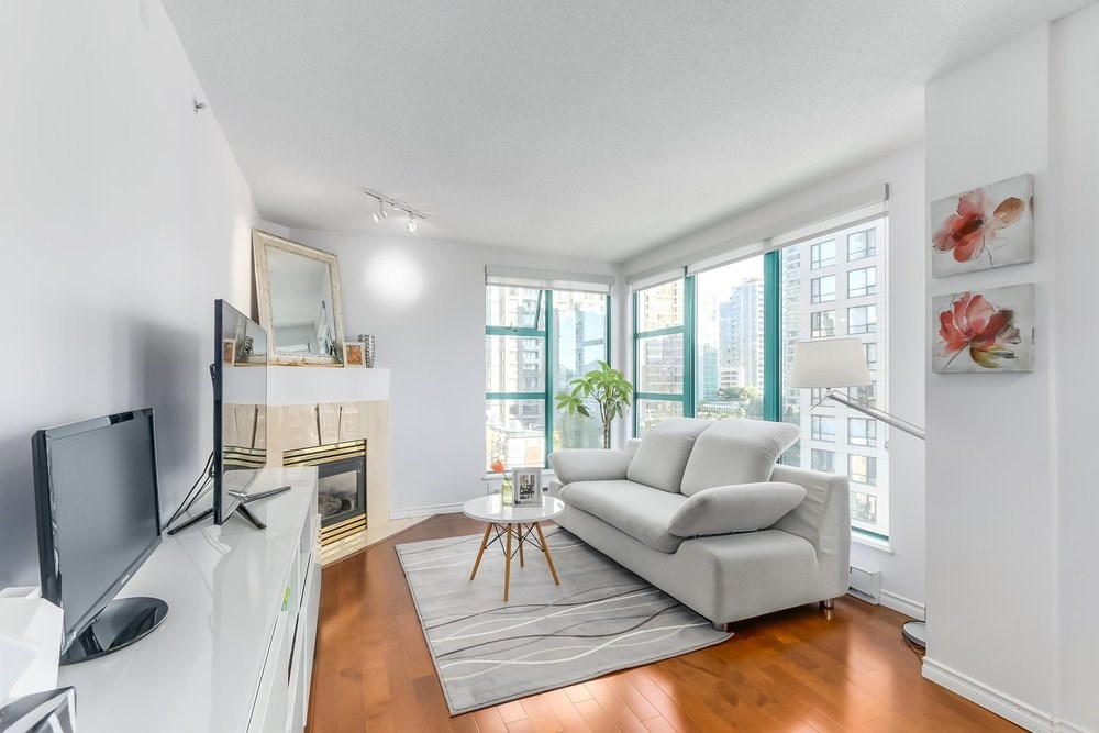 "Main Photo: 904 939 HOMER Street in Vancouver: Yaletown Condo for sale in ""PINNACLE"" (Vancouver West)  : MLS® # R2204884"