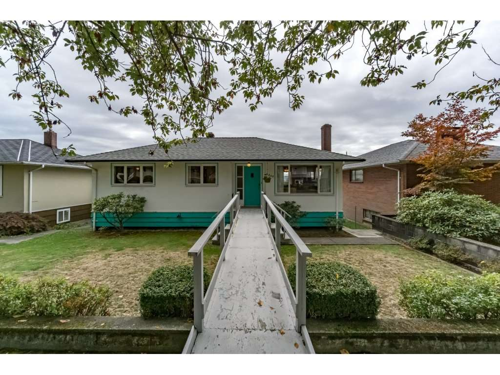 Main Photo: 4542 NAPIER Street in Burnaby: Brentwood Park House for sale (Burnaby North)  : MLS® # R2213178
