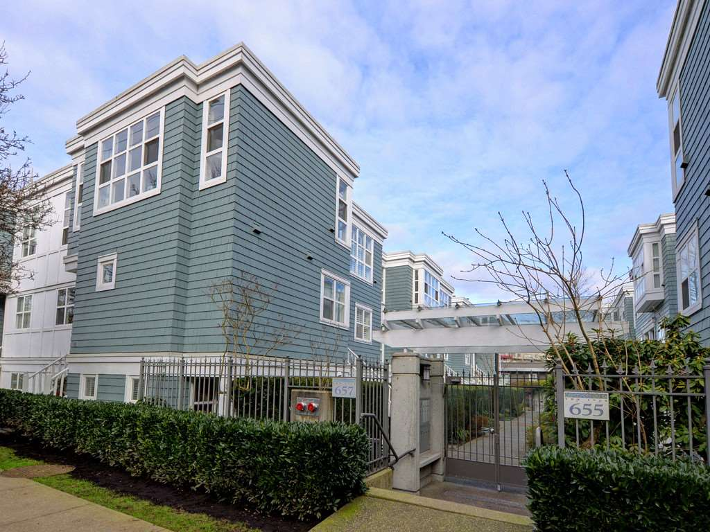 "Main Photo: 101 657 W 7TH Avenue in Vancouver: Fairview VW Townhouse for sale in ""THE IVY'S"" (Vancouver West)  : MLS®# R2241548"