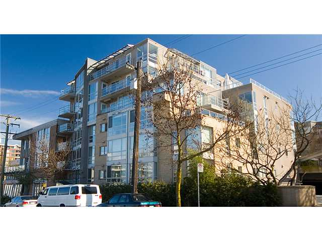 "Main Photo: 704 1818 W 6TH Avenue in Vancouver: Kitsilano Condo for sale in ""CARNEGIE"" (Vancouver West)  : MLS® # V924577"